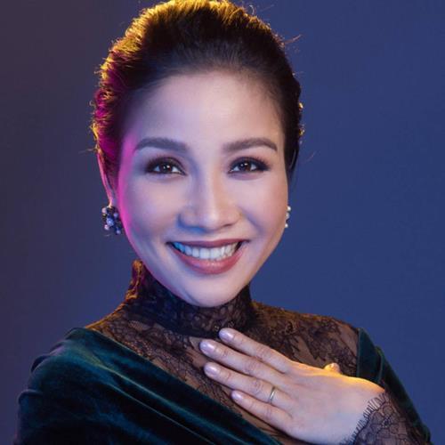 Mỹ Linh tặng 200 album gây quỹ từ thiện tại Ngày hội gia đình - Ảnh 1.