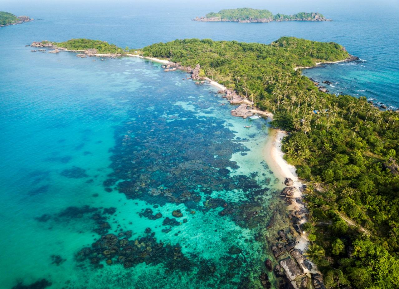 Vẻ đẹp mê hồn của Nam Phú Quốc nhìn từ cabin cáp treo Hòn Thơm - Ảnh 1.