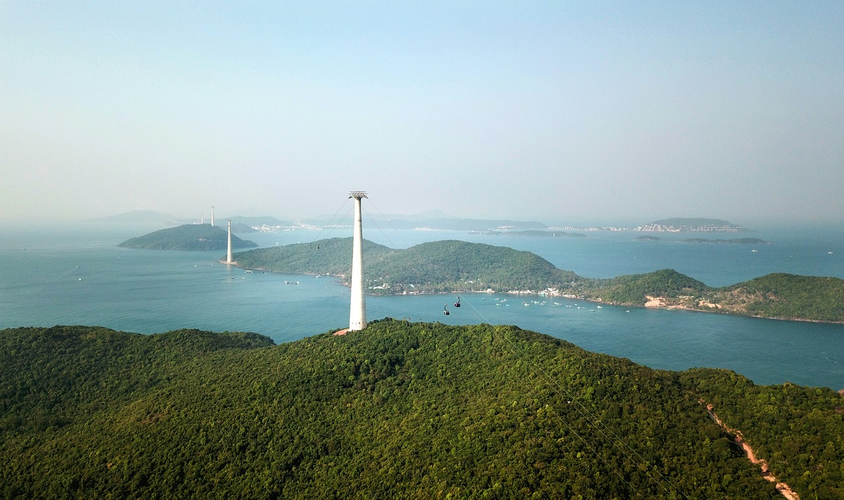 Vẻ đẹp mê hồn của Nam Phú Quốc nhìn từ cabin cáp treo Hòn Thơm - Ảnh 2.