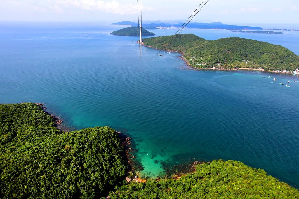 Vẻ đẹp mê hồn của Nam Phú Quốc nhìn từ cabin cáp treo Hòn Thơm - Ảnh 5.