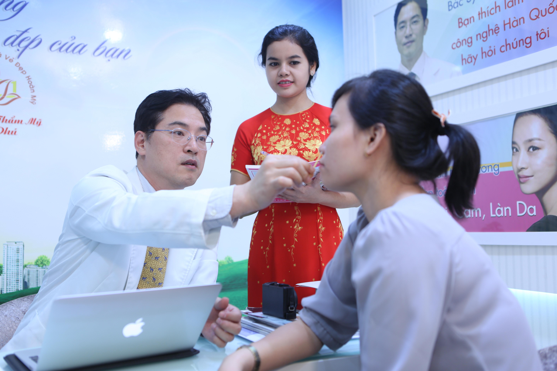 """""""Ngày hội phẫu thuật thẩm mỹ Hàn Quốc"""" tại bệnh viện thẩm mỹ Ngọc Phú - Ảnh 2."""