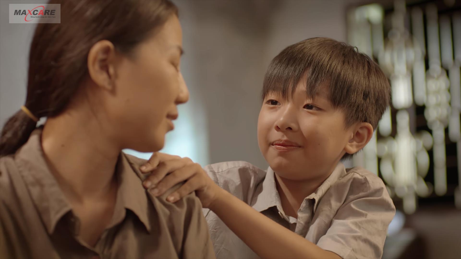 """""""Thánh Mưa"""" Trung Quân Idol đốn tim người nghe bằng giọng hát ngọt ngào trong MV mới về mẹ - Ảnh 4."""