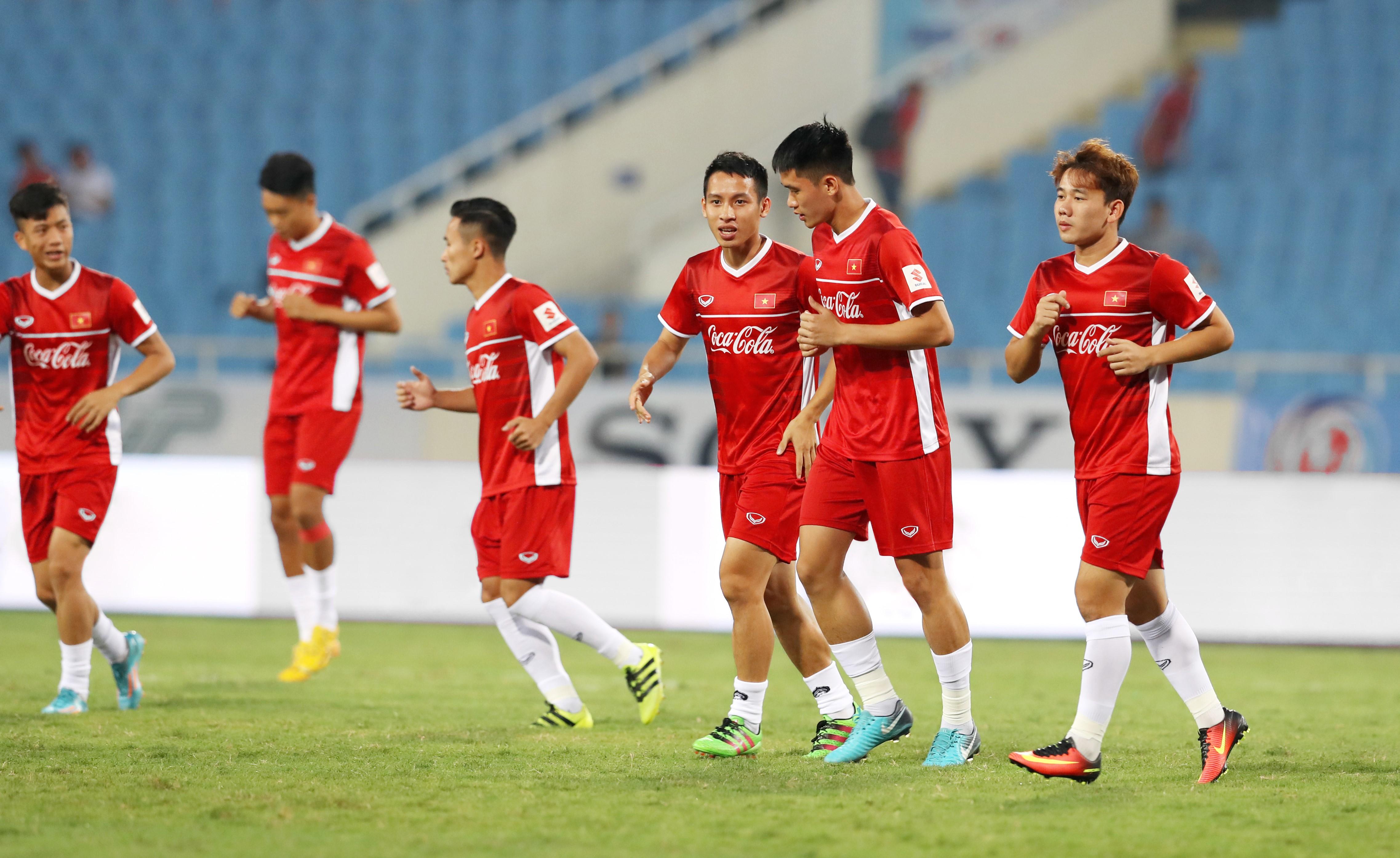 Coca-Cola tiếp lửa cho đội tuyển với lon Việt Nam vô địch bằng vàng - Ảnh 1.
