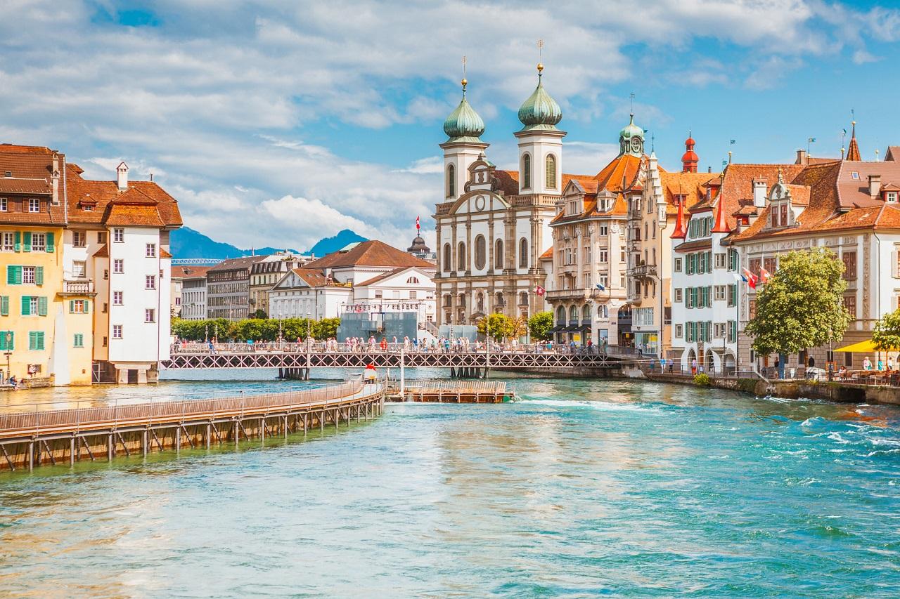 Cơ sở chọn trường Nhà hàng Khách sạn phù hợp khi du học Thụy Sĩ - Ảnh 1.