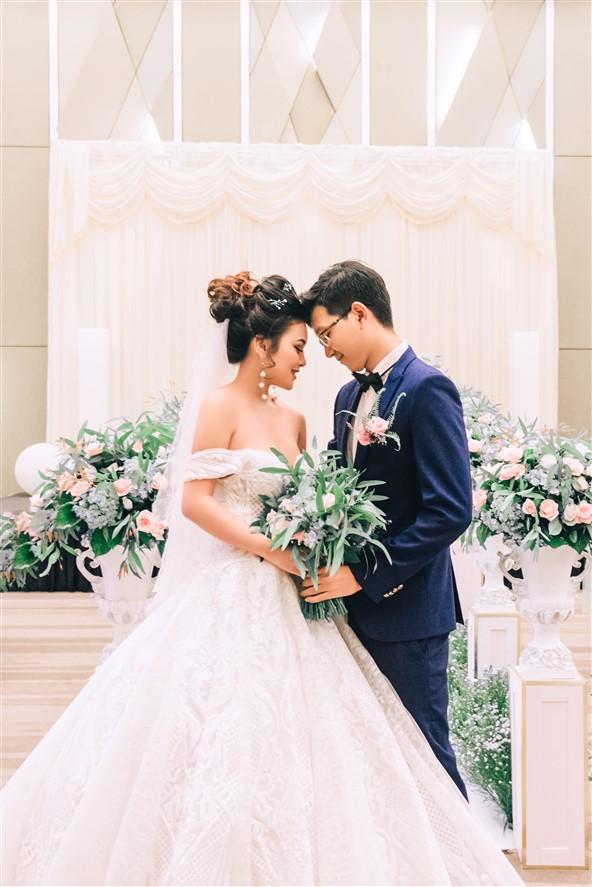 Show thời trang cưới độc lạ trên hồ bơi vô cực Novotel Đà Nẵng - Ảnh 2.