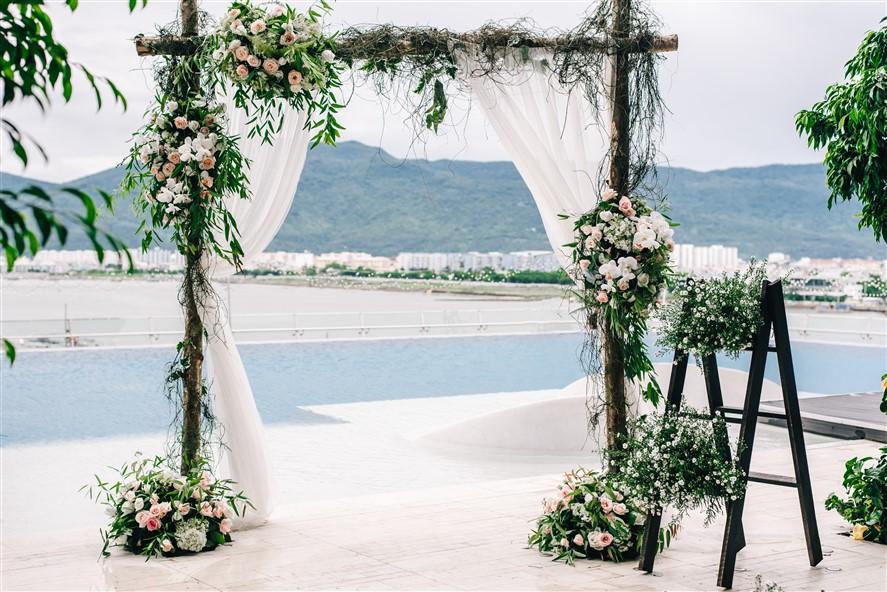 Show thời trang cưới độc lạ trên hồ bơi vô cực Novotel Đà Nẵng - Ảnh 3.