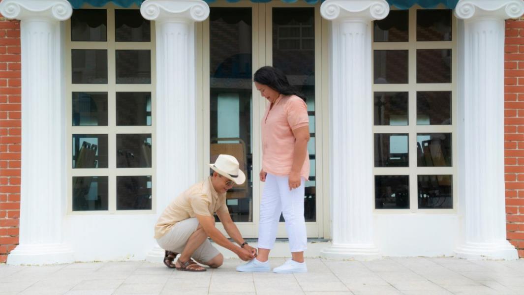 """Cộng đồng mạng """"rần rần"""" với Hậu duệ mặt trời, Ngôi nhà hạnh phúc, Thư ký Kim phiên bản ông bà Việt Nam - Ảnh 2."""