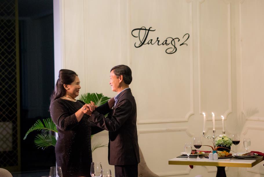 """Cộng đồng mạng """"rần rần"""" với Hậu duệ mặt trời, Ngôi nhà hạnh phúc, Thư ký Kim phiên bản ông bà Việt Nam - Ảnh 3."""