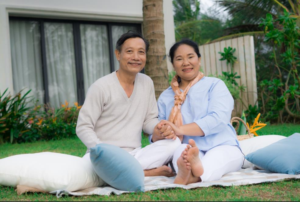 """Cộng đồng mạng """"rần rần"""" với Hậu duệ mặt trời, Ngôi nhà hạnh phúc, Thư ký Kim phiên bản ông bà Việt Nam - Ảnh 5."""