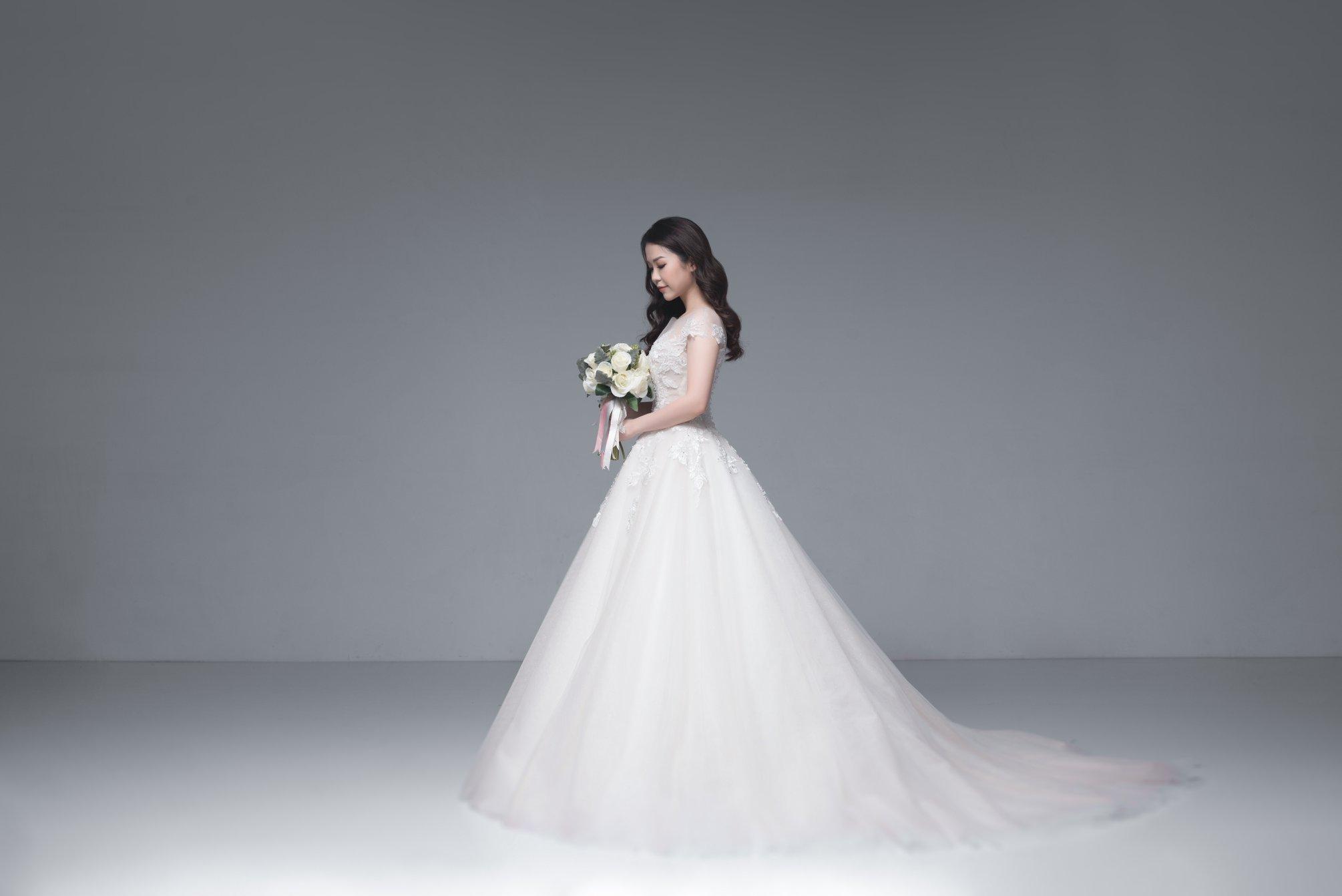 Nếu có ý định tìm cho mình một chiếc váy cưới thật chất, đây là gợi ý cho bạn - Ảnh 1.
