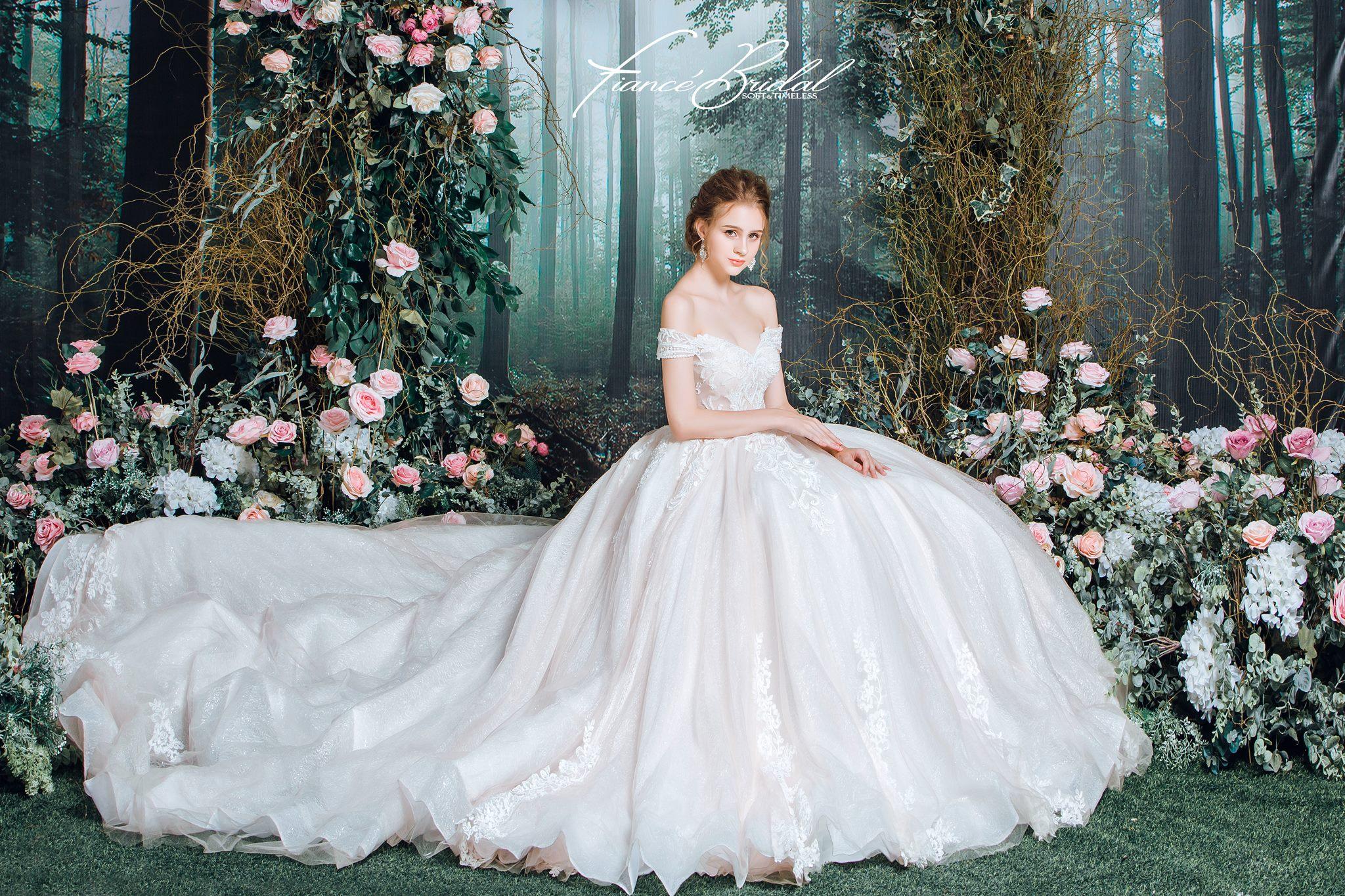 Nếu có ý định tìm cho mình một chiếc váy cưới thật chất, đây là gợi ý cho bạn - Ảnh 4.