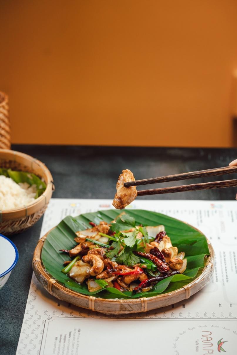 Chẳng cần sang Thái, Sài Gòn cũng có thiên đường món ăn nổi tiếng của xứ Chùa Vàng để bạn khám phá - Ảnh 1.