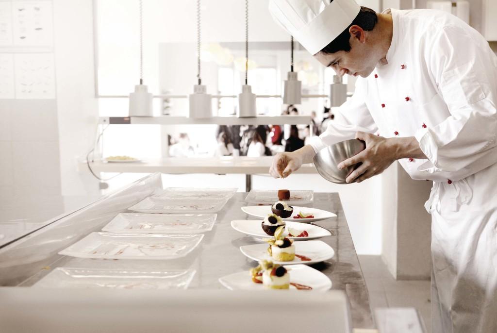 Du học Thụy Sĩ: Nâng tầm ẩm thực thành nghệ thuật tại Culinary Arts Academy - Ảnh 1.