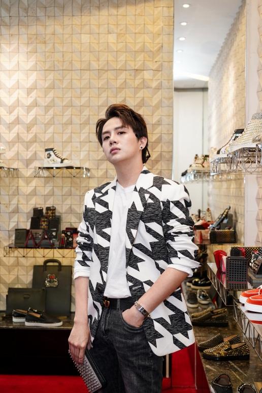 Duy Khánh - Will tiết lộ mê giày hàng hiệu không thua gì phái đẹp! - Ảnh 1.