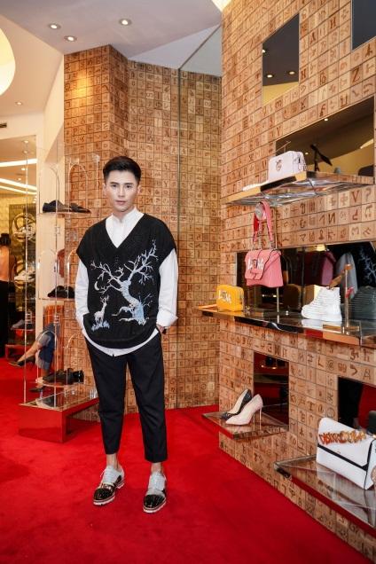 Duy Khánh - Will tiết lộ mê giày hàng hiệu không thua gì phái đẹp! - Ảnh 4.