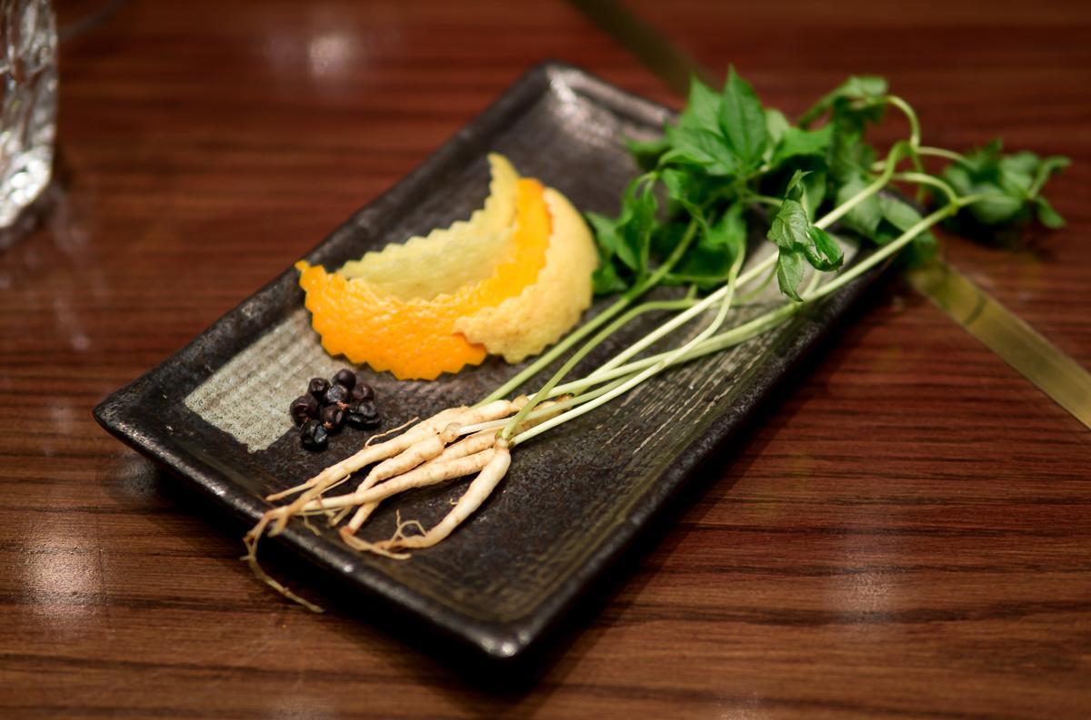"""Cocktail nhân sâm có hương vị ra sao, cùng food blogger Lê Ngọc của """"Nhà có hai người"""" trải nghiệm nào! - Ảnh 6."""
