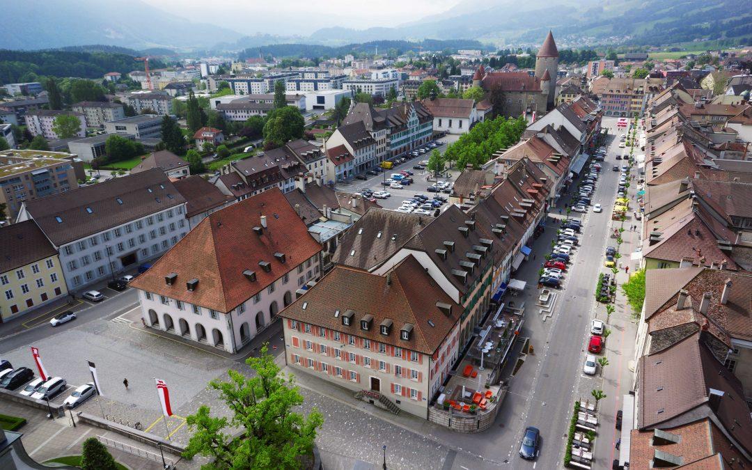 Du học Thụy Sĩ: Để khởi nghiệp thành công trong lĩnh vực khách sạn, du lịch, sự kiện nên bắt đầu tại Glion hay Les Roches? - Ảnh 2.
