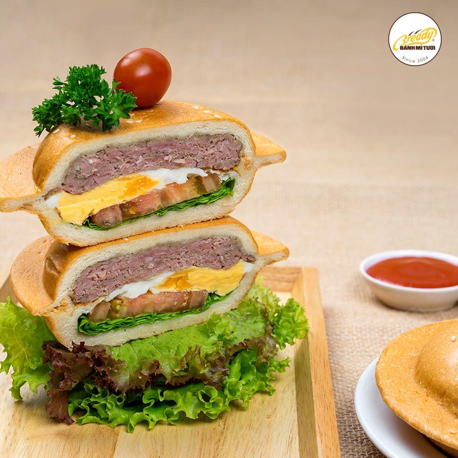 Bật mí sức hút của cửa hàng bánh mì tồn tại suốt 14 năm trong lòng người Sài Gòn - Ảnh 8.
