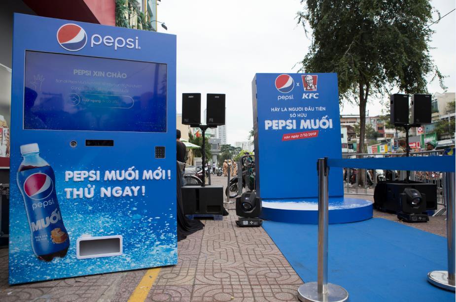 """Thật bất ngờ: Pepsi Muối ra mắt hoành tráng khiến người hâm mộ ví như """"iPhone"""" của làng nước giải khát - Ảnh 1."""