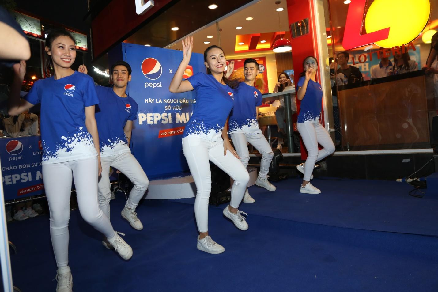"""Thật bất ngờ: Pepsi Muối ra mắt hoành tráng khiến người hâm mộ ví như """"iPhone"""" của làng nước giải khát - Ảnh 5."""