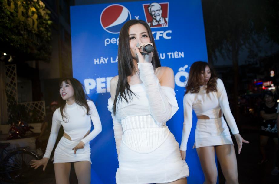 """Thật bất ngờ: Pepsi Muối ra mắt hoành tráng khiến người hâm mộ ví như """"iPhone"""" của làng nước giải khát - Ảnh 7."""