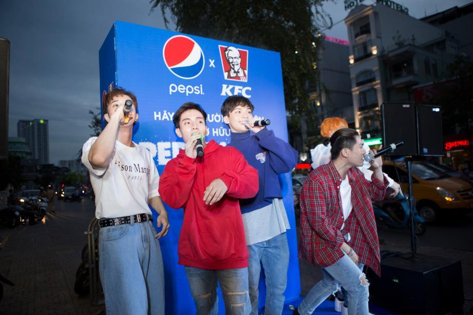 """Thật bất ngờ: Pepsi Muối ra mắt hoành tráng khiến người hâm mộ ví như """"iPhone"""" của làng nước giải khát - Ảnh 8."""
