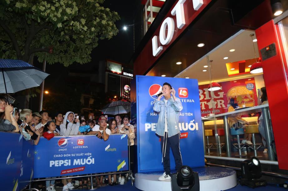 """Thật bất ngờ: Pepsi Muối ra mắt hoành tráng khiến người hâm mộ ví như """"iPhone"""" của làng nước giải khát - Ảnh 9."""