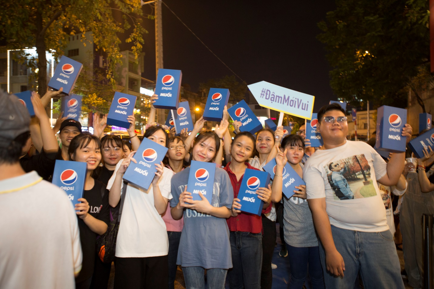 """Thật bất ngờ: Pepsi Muối ra mắt hoành tráng khiến người hâm mộ ví như """"iPhone"""" của làng nước giải khát - Ảnh 11."""