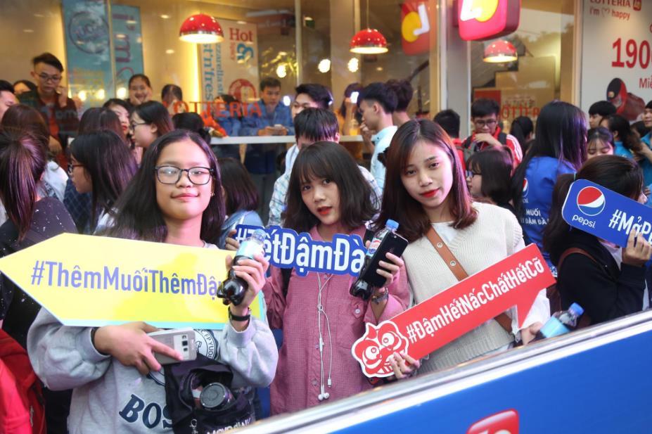 """Thật bất ngờ: Pepsi Muối ra mắt hoành tráng khiến người hâm mộ ví như """"iPhone"""" của làng nước giải khát - Ảnh 12."""