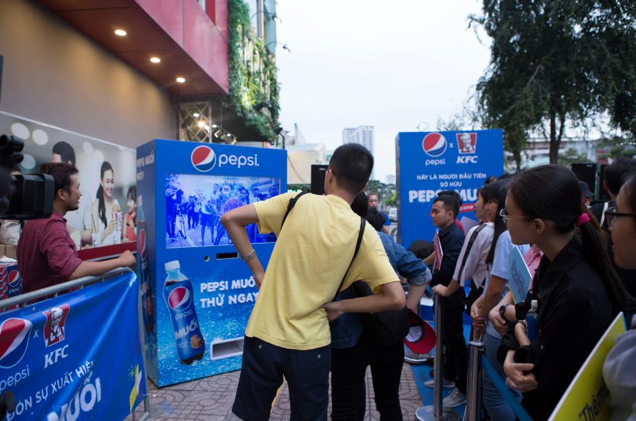 """Thật bất ngờ: Pepsi Muối ra mắt hoành tráng khiến người hâm mộ ví như """"iPhone"""" của làng nước giải khát - Ảnh 13."""
