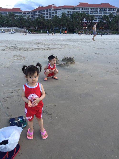 Bãi cát trải dài rất đẹp, phù hợp chơi teambuilding nữa nhé