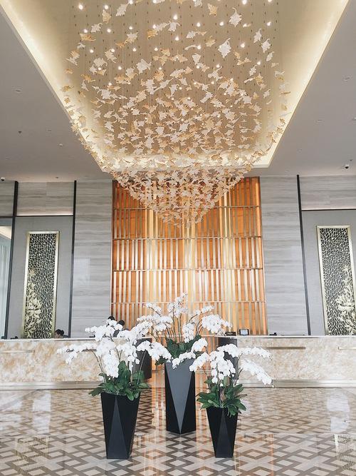 Lobby ngập tràn sắc hoa