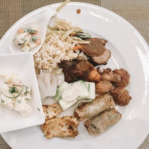 Những bữa buffet với đồ ăn đa dạng sẽ đáp ứng yêu cầu của những người khó tính nhất.