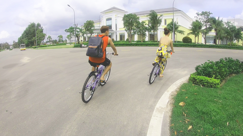 Đạp xe trong Vinpearl Resort.