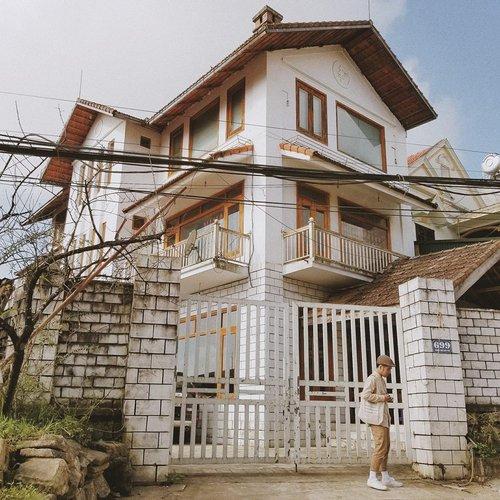 Nếu chịu khó đi bộ lang thang ở Sapa, bạn sẽ bắt gặp những ngôi nhà với kiến trúc độc đáo ở đây.