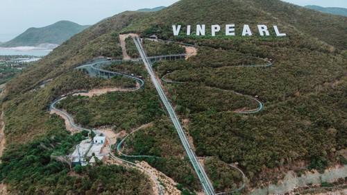 Vinpearl Alpine Coaster ,hệ thống xe trượt núi đầu tiên trên đảo tại châu Á và cũng là hệ thống xe trượt núi dài nhất Đông Nam Á. Tự hào chưa?