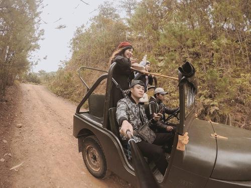 Xe jeep đi xuống làng Cù Lần. Cảm giác so thích luônn nếu thích cảm giác mạnh có thể thử
