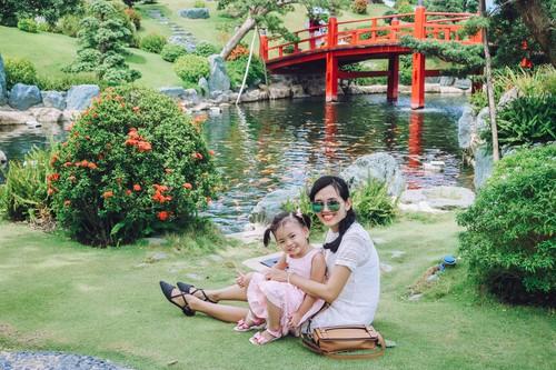 tại vườn Nhật Bản, mẹ con tha hồ post ảnh hihi