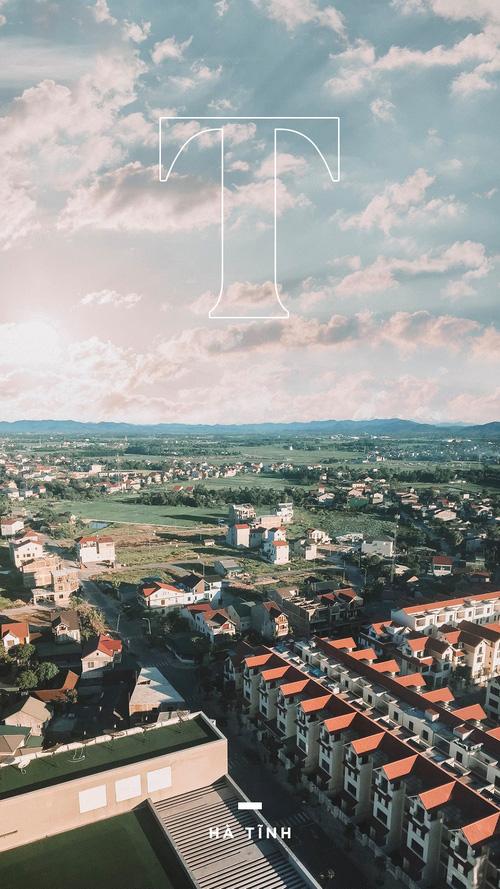 Toàn cảnh thành phố nhìn từ cửa sổ khách sạn.