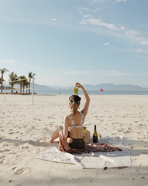 Một phút ngẫu hứng với biển xanh, cát trắng, nắng vàng.
