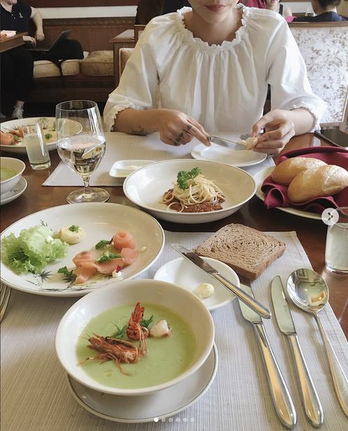 Bữa trưa tại nhà hàng Blue Lagoon.