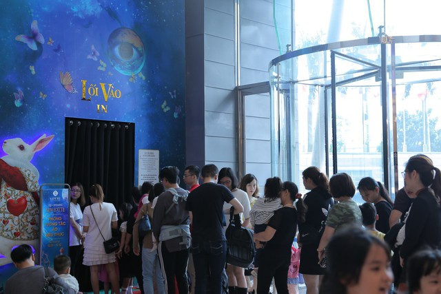 Trải nghiệm công nghệ thực tế ảo thu hút giới trẻ Hà Nội - Ảnh 1.