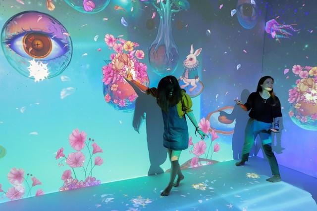 Trải nghiệm công nghệ thực tế ảo thu hút giới trẻ Hà Nội - Ảnh 3.