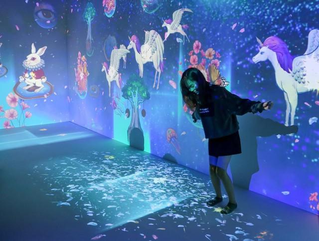 Trải nghiệm công nghệ thực tế ảo thu hút giới trẻ Hà Nội - Ảnh 4.