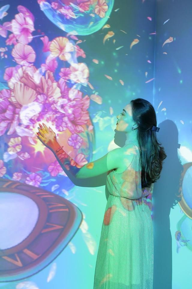 Trải nghiệm công nghệ thực tế ảo thu hút giới trẻ Hà Nội - Ảnh 6.