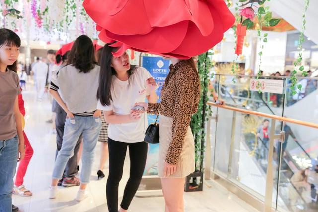 Trải nghiệm công nghệ thực tế ảo thu hút giới trẻ Hà Nội - Ảnh 8.