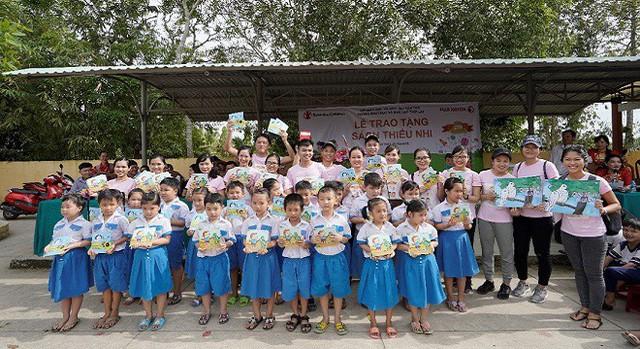 """Fuji Xerox và Tổ chức Cứu trợ Trẻ em tiếp tục khởi động dự án trao tặng tài liệu học tập """"Cho Em Vui Đến Trường"""" - Ảnh 1."""
