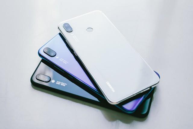 Phải cầm trên tay mới thấy Huawei Nova 3i phiên bản Trắng ngọc trai khác biệt với các smartphone màu trắng khác như thế nào - Ảnh 1.