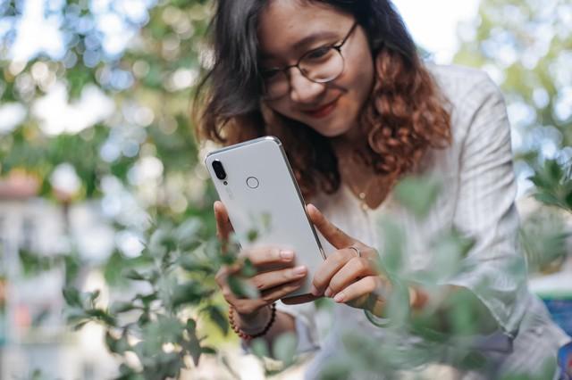Phải cầm trên tay mới thấy Huawei Nova 3i phiên bản Trắng ngọc trai khác biệt với các smartphone màu trắng khác như thế nào - Ảnh 10.