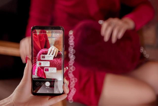 Mua một được ba với Galaxy S9+ Vang Đỏ: smartphone kiêm phụ kiện thời trang kiêm bùa may đỏ cả năm - Ảnh 1.